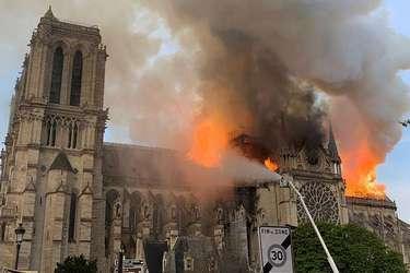Пожар в соборе Нотр-Дам