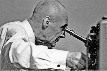 Н.А. Козырев в лаборатории